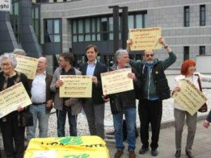 manifestantes contra borgoberga